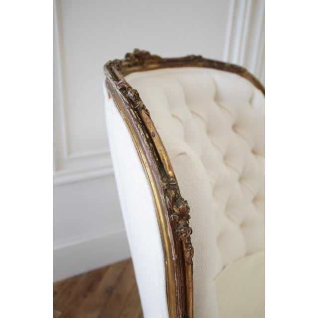 Early 20th Century Early 20th Century Carved Giltwood Chaise Lounge With Roses For Sale - Image 5 of 13