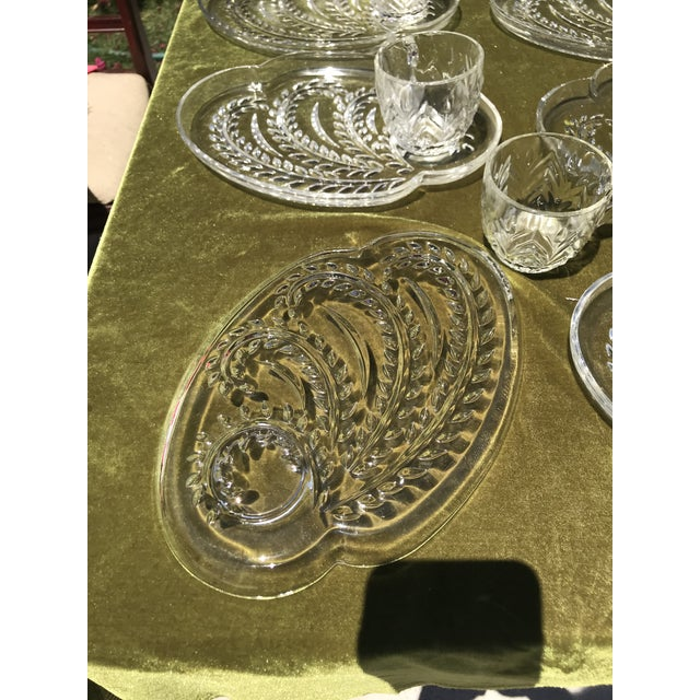 Mid-Century Wheat Pattern Glass Luncheon Plates & Cups - Service for 10 For Sale - Image 4 of 5