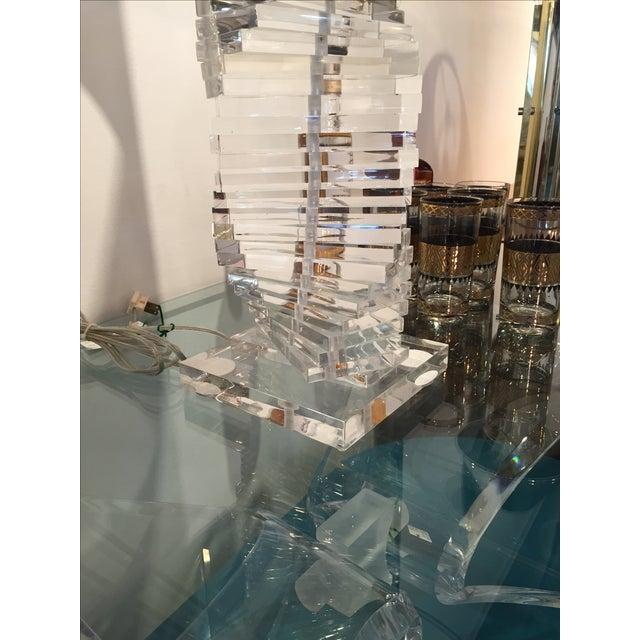 Manner of Karl Springer Helix Lucite Table Lamp - Image 3 of 4