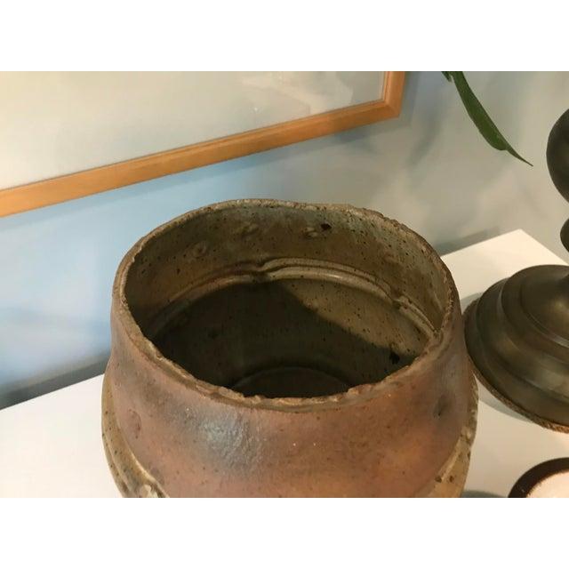 1970s Vintage Mid Century Modern Ceramic Architectural Studio Stoneware Pottery Planter For Sale - Image 5 of 8