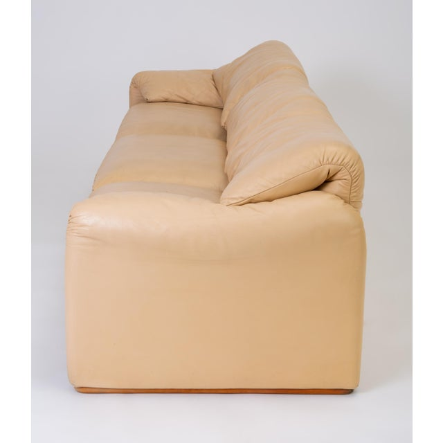 """Leather """"Maralunga"""" Sofa by Vico Magistretti for Cassina For Sale In Los Angeles - Image 6 of 12"""