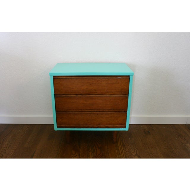 A classic Dixie mid-century modern style nightstand or end or side table for your living room. Three beautiful wood...
