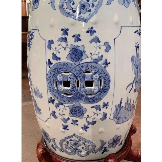 Mid-20th Century Chinese Porcelain Garden Stool on Carved Stand For Sale - Image 4 of 8