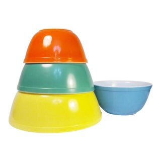 1950s Vintage Pyrex Mixing Primary Colors Bowls - Set of 4 For Sale