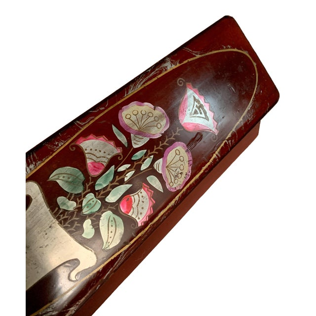 Early 20th Century Vintage Lacquer Gloves Jewelry Box Hand Painted For Sale - Image 5 of 9