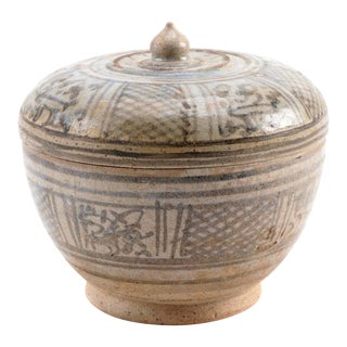 15th Century Ancient Thai Sawankhalok Covered Bowl For Sale