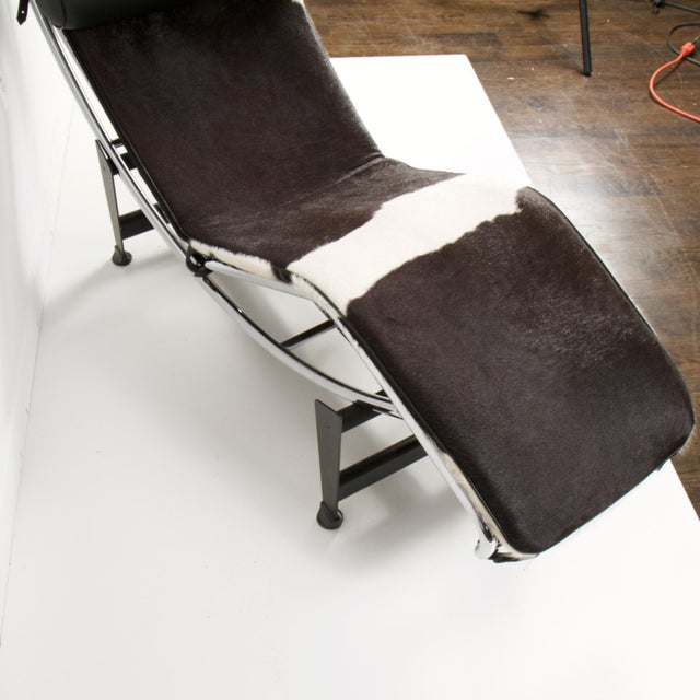 Leather Le Corbusier Style Lc4 Cowhide and Leather Chaise Lounge For Sale - Image 7 of 10
