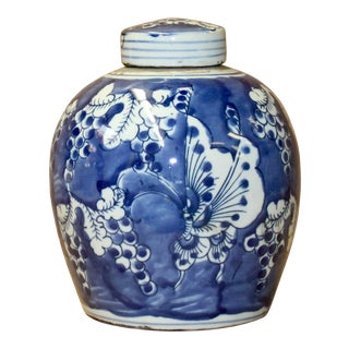 Chinese Blue White Ceramic Butterflies Graphic Ginger Jar For Sale