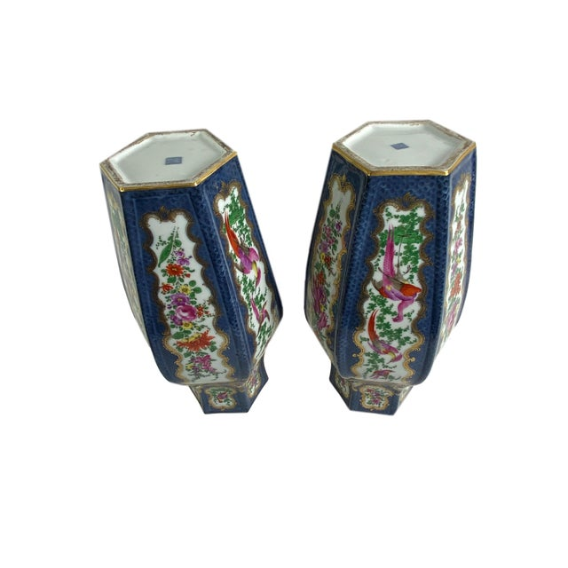 Antique English Worcester Vases With Lids - a Pair For Sale - Image 9 of 10