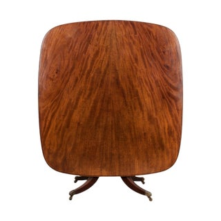 English 19th Century Mahogany Tilt-Top Center Table For Sale