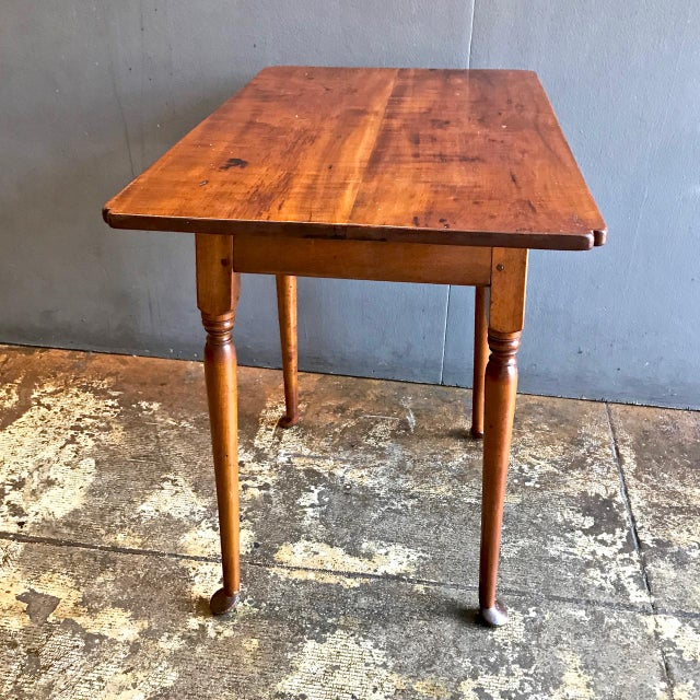 18th C. American Queen Anne Tiger Maple Queen Anne Tavern or Side Table For Sale - Image 9 of 10