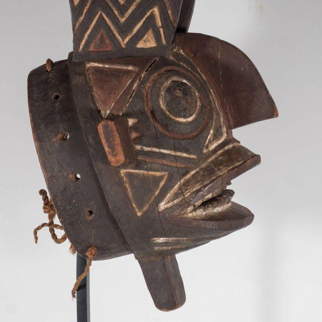 Black 19th Century Bwa Mask Burkina Faso Mounted on Custom Black Enamel Stand For Sale - Image 8 of 11