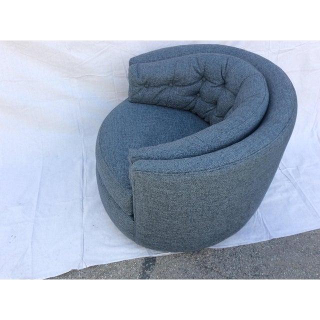 Milo Baughman Mid Century Barrel Swivel Chair For Sale - Image 4 of 12
