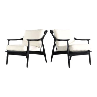 Gorgeous Set of Mid Century Lounge Chairs in Black with Cream Upholstery For Sale