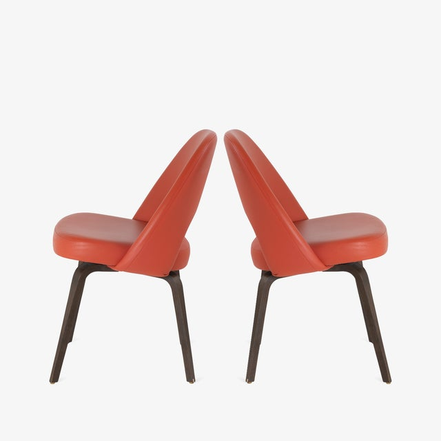 Mid-Century Modern Saarinen Executive Armless Chairs in Burnt Orange Leather and Walnut Legs, Pair For Sale - Image 3 of 8