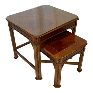 Vintage Traditional Matched Grain Nesting Tables - Set of 2 For Sale
