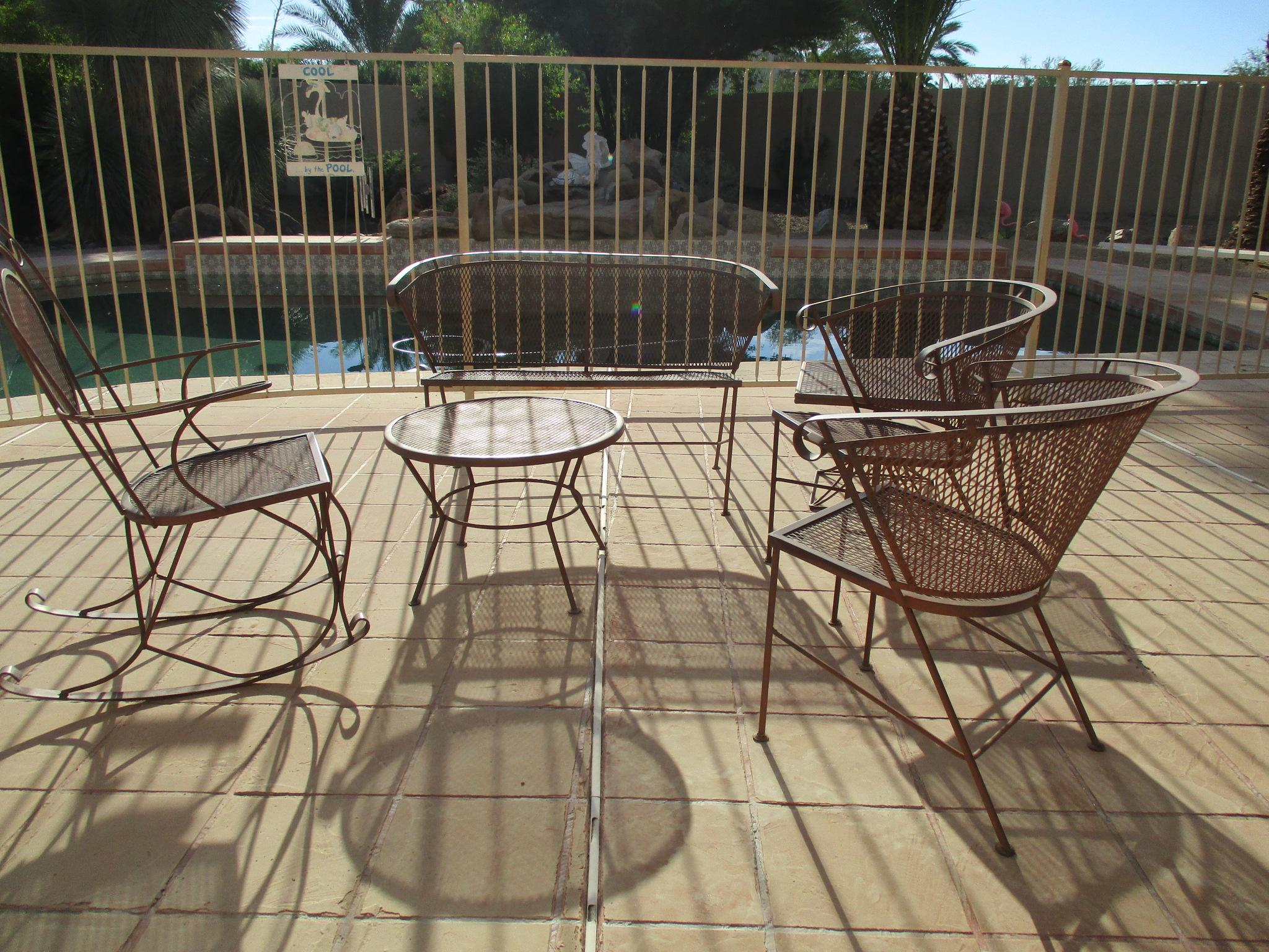 1950s Vintage Mid Century Wire Mesh Patio Round Table Furniture   Image 6  Of 7