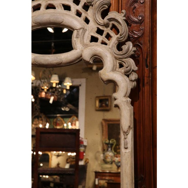 1920s Early 20th Century Italian Carved Painted Mirror With Antiqued Glass For Sale - Image 5 of 7