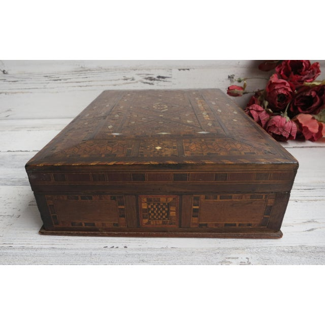 1980s Vintage Syrian Inlaid Mother of Pearl and Wood Marquetry Box For Sale - Image 4 of 12