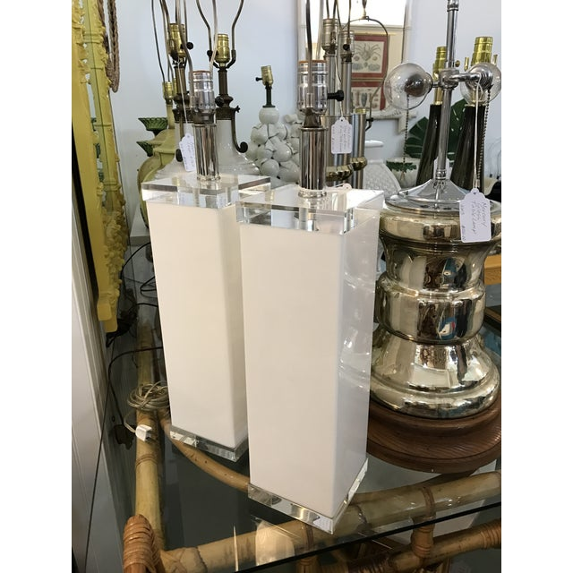 Mid Century White Lucite Column Lamps - A Pair For Sale - Image 4 of 10