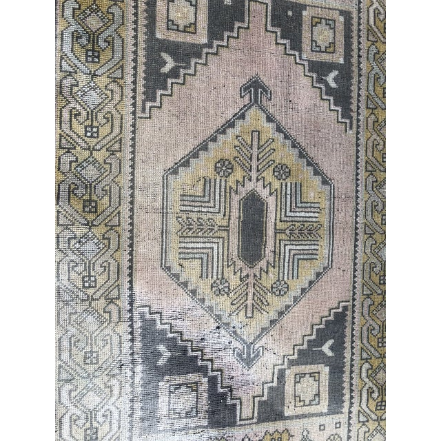 1960s Turkish Oushak Pastel Handwoven Floor Rug - 3′1″ × 5′10″ For Sale - Image 5 of 11
