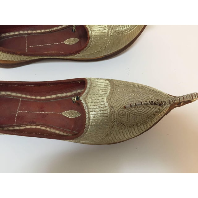 1940s Middle Eastern Arabian Turkish Leather Shoes With Gold Embroidered Curled Toe For Sale - Image 5 of 10