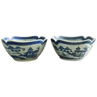 Pair of Chinese Export Blue and White Square Salad Bowls For Sale