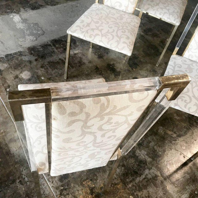Italian 1960s Set of Six Chairs in Brass and Plexiglass For Sale In Los Angeles - Image 6 of 7