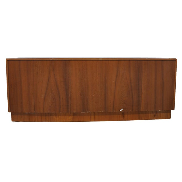 Mid-Century Modern Dresser For Sale - Image 4 of 7