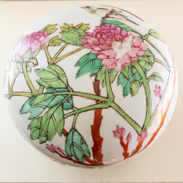 19th C Familly Rose Covered Box | Lidded Food Bowl | Chinese Qing Dynasty For Sale - Image 6 of 12