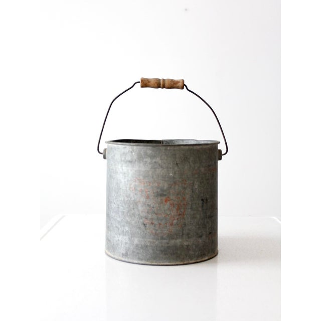 This Is A Vintage Galvanized Metal Bucket The Rustic Old Pail Features Bail Handle