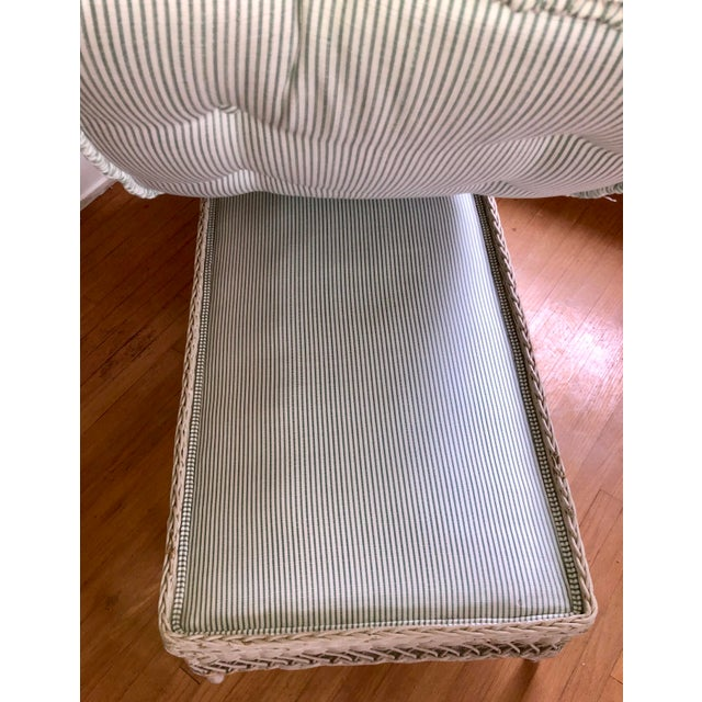 Vintage Nantucket Wicker Tufted Chaise Lounge. For Sale - Image 4 of 7