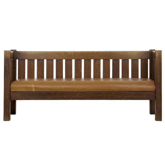 Arts & Crafts Mission Oak and Leather Hall Settle Settee Sofa, Early 20th Century For Sale