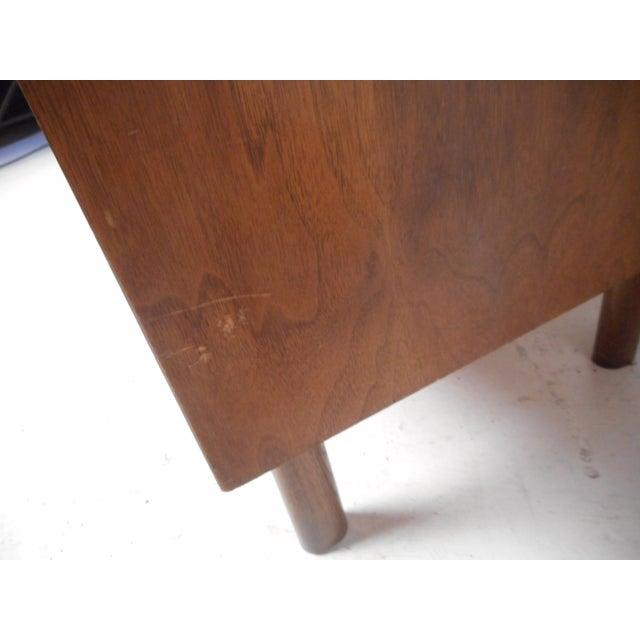 1960s Mid-Century Modern Oak and Walnut Dresser by Bassett For Sale - Image 5 of 9