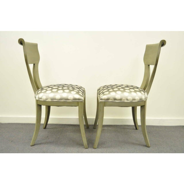 1960s Vintage eHollywood Regency Klismos Neoclassical Style Grey Painted Side Chairs- A Pair For Sale In Philadelphia - Image 6 of 10
