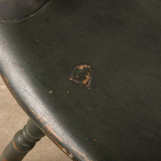 18th Century Antique Windsor Chair With Extended Arms For Sale In New York - Image 6 of 13