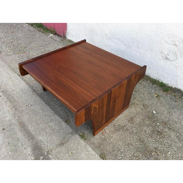 Brown and Saltman 1970s Mid-Century Modern John Keal for Brown Saltman Walnut Coffee Table For Sale - Image 4 of 10