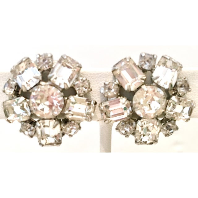 1950s Silver & Austrian Crystal Clear Rhinestone Abstract Flower Earrings by Weiss For Sale - Image 9 of 9