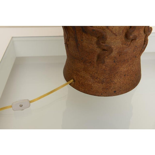 Hallmarked Unusual Medusa Head Studio Pottery Sculpted Lamp - Image 4 of 10