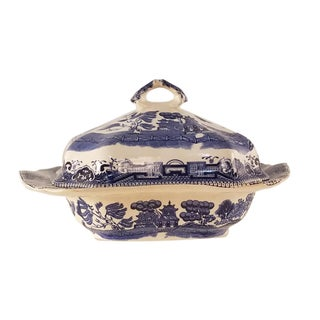 Buffalo Pottery Blue Willow Covered Vegetable Dish