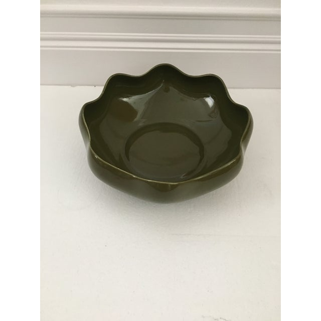 Contemporary 1980s Vintage Olive Green Ruffled Pottery Catchall For Sale - Image 3 of 9