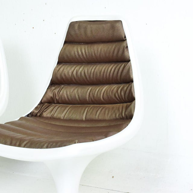 Plastic Sculptural Atomic Mid Century Modern Pair of Side Chairs in Fiberglass For Sale - Image 7 of 10
