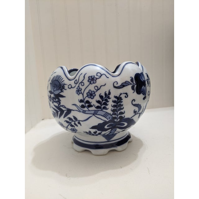 Asian Antique Asian Blue & White Floral Scalloped Porcelain Bowl For Sale - Image 3 of 6
