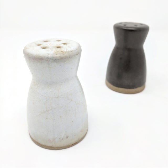 Mid-Century Modern Vintage Salt and Pepper Shakers by Gordon & Jane Martz for Marshall Studios - a Pair For Sale - Image 3 of 7