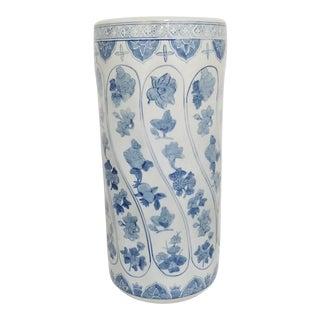 Vintage Chinese Chinoiserie Blue and White Ceramic Umbrella Stand For Sale