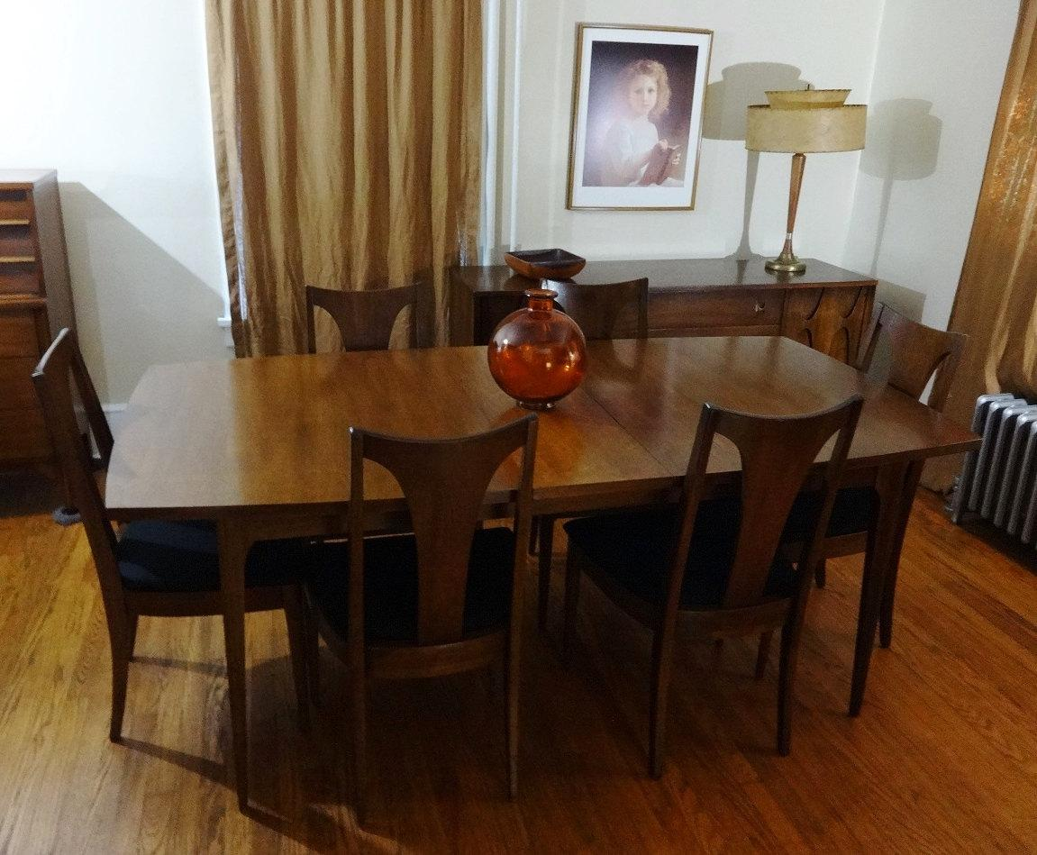 Mid Century Modern Broyhill Brasilia Sculpted Walnut Dining Room Table U0026 6  Chairs   Image 3