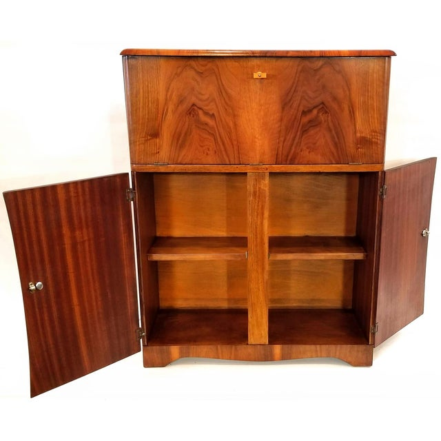 Mid-Century Modern Art Deco Light Up Cocktail Cabinet in English Walnut With Patterned Glass Interior For Sale - Image 3 of 10