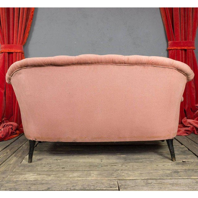 19th Century, French Pink Tufted Settee For Sale In New York - Image 6 of 9