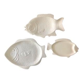 1990s Mediterranean White Ceramic Fish Platters - Set of 3 For Sale