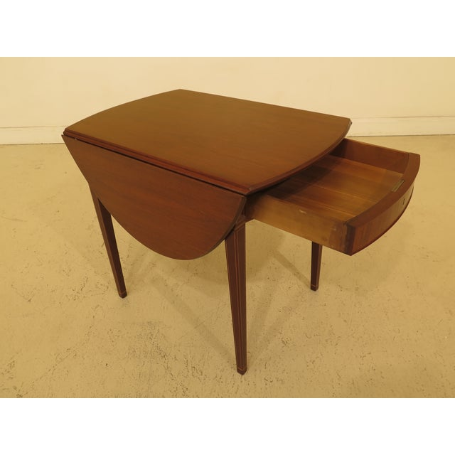 Federal 1940s Federal Kittinger Colonial Williamsburg Mahogany Pembroke Table For Sale - Image 3 of 13